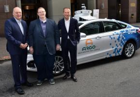 Le président et PDG de Ford Jim Hackett, celui d'Argo AI Brian Salesky et le CEO de Volkswagen Herbert Diess ont signé un accord de participation. DR