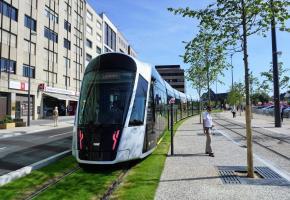 Le 1er mars 2020, le Luxembourg a été le premier pays à offrir des transports publics gratuits sur tout son territoire. WIKIPEDIA
