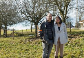 Benoît et Joanne Jaccaud sur leur terrain à Montaubion-Chardonney (Jorat-Menthue) où le paddock paradise est déjà prêt à accueillir six chevaux. MIISSON