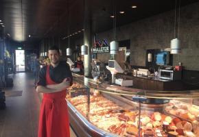 Le dynamique Omar Karkouri fédère une clientèle attachée aux bons produits locaux. dr
