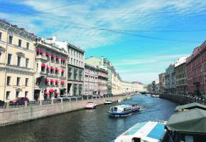 Saint-Pétersbourg est aussi surnommée la Venise du Nord. PIXABAY