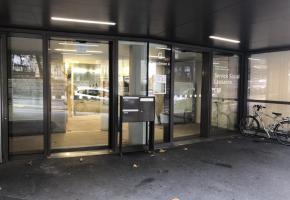 Malgré la  fermeture de ses guichets, le service social de Lausanne répond aux appels, mails et traite l'ensemble des dossiers. CA
