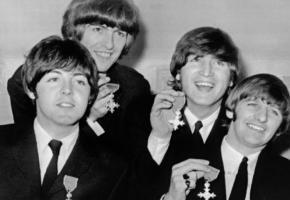 Les Beatles jouant leur propre rôle dans «Quatre Garçons dans le vent». DR