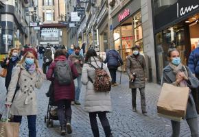 Malgré de nombreuses personnes dans les rues, beaucoup de commerce enregistrent une baisse de fréquentation. VERISSIMO
