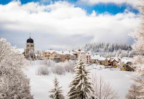Le plus grand domaine de ski transfrontalier de l'Arc jurassien offre un bon enneigement et du ski tous niveaux. S. GODIN/STATION DES ROUSSES