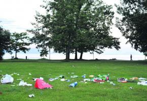 Le parc Bourget, après un pique-nique.