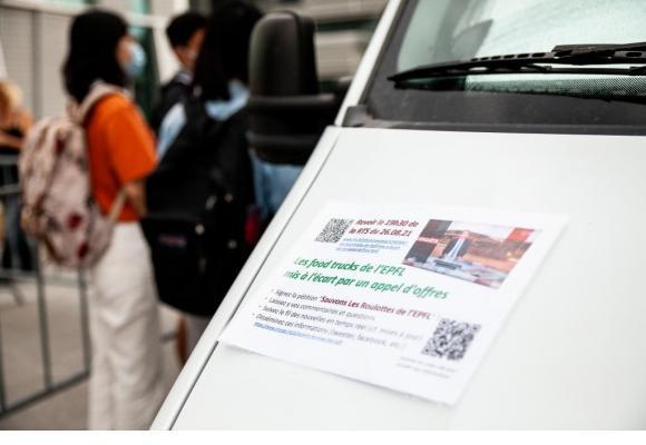 Les tenanciers de foodtrucks invitent à signer la pétition «Sauvons les roulottes de l'EPFL». MISSON