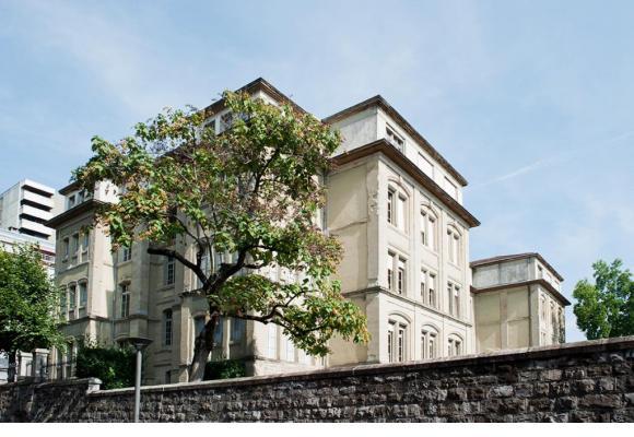Le collège de St-Roch a été bâti en... 1874. En médaillon, Barbara de Kerchove, cheffe du service des Ecoles, en charge du plan d'assainissement des bâtiments scolaires. VILLE DE LAUSANNE/CARP