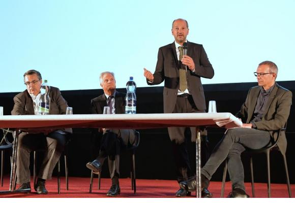 De gauche à droite, Frédéric Maire, directeur de la Cinémathèque suisse, Olivier Steimer, président de la Fondation Capitole, le syndic Grégoire Junod et Michael Kinzer, chef du Service de la culture de la Ville. VERISSIMO