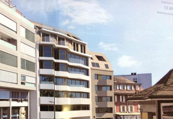 Entre le garage et l'Hôtel de l'Ours, la société immobilière STM prévoit d'encastrer un immeuble impliquant la démolition partielle de l'Hôtel. MISSON