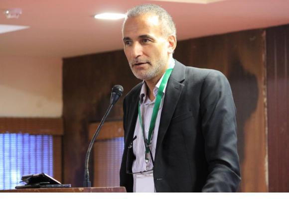 Tariq Ramadan. En médaillon, Ian Hamel, l'auteur d'une enquête au vitriol.