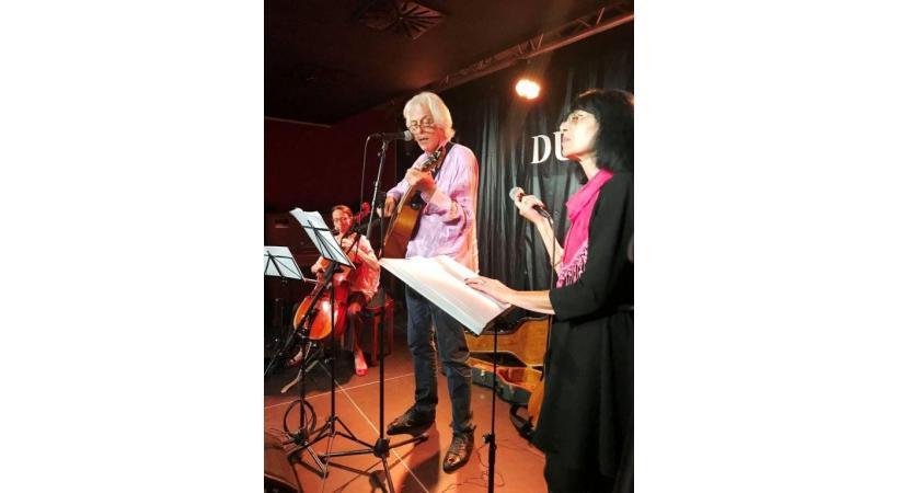 La petite salle du Duke's, un lieu de rendez-vous des musiciens locaux. PLANETLILOU.COM