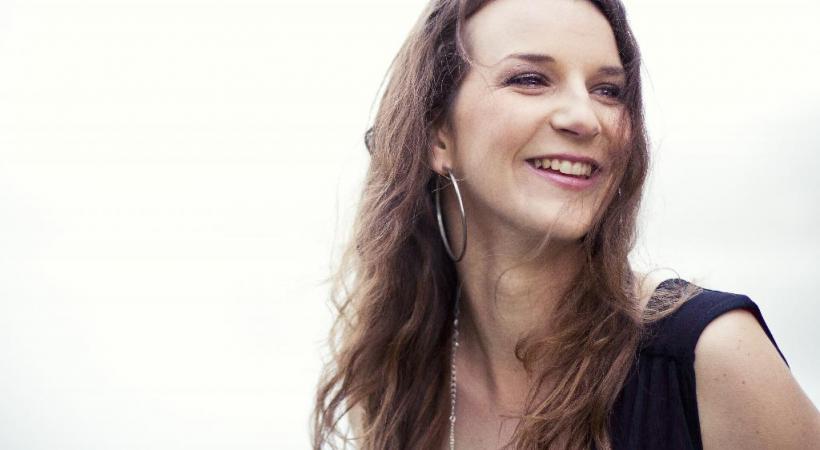 La Lausannoise Amélie Daniel sera l'une des premières chanteuses à participer au projet Home Artist qui invite des musiciens à jouer directement dans les appartements de particuliers.