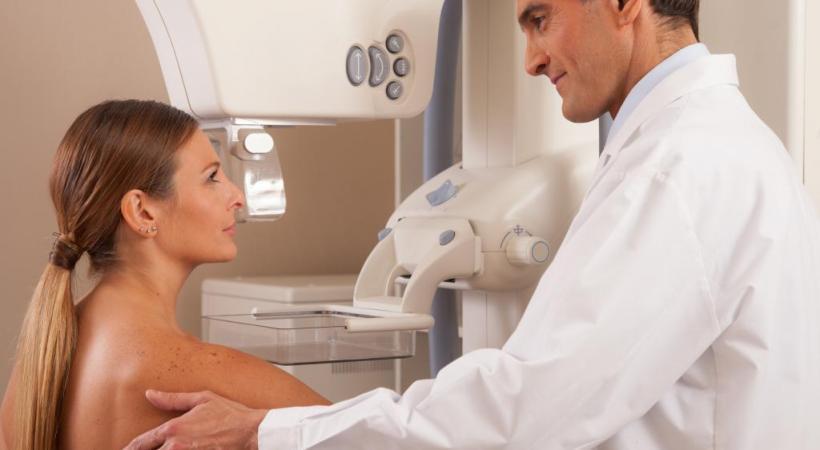 Tous les 2 ans, entre 50 et 75 ans, les femmes vaudoises se voient proposer une mammographie systématique. 123RF