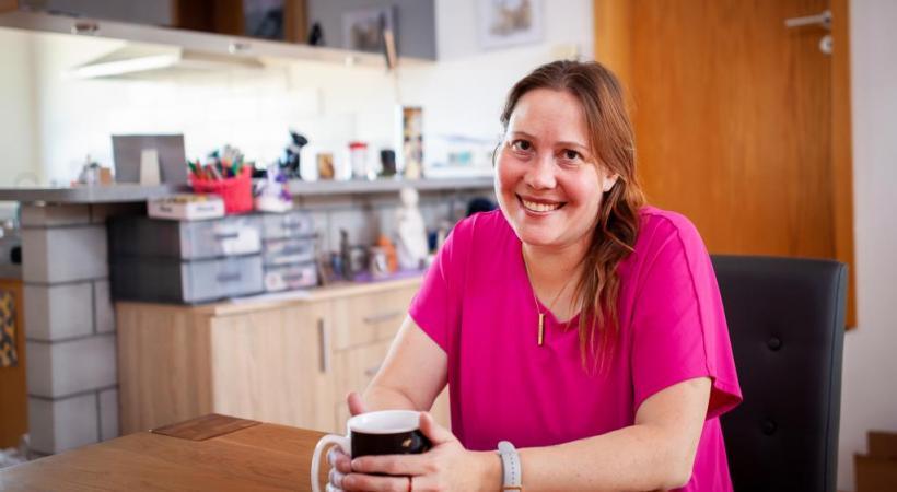 Claudine Hrdina vit depuis sa naissance  avec la mucoviscidose . MISSON