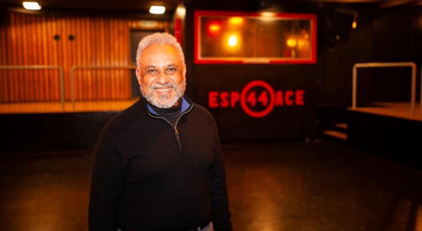 Jean-Paul Bittar, animateur à l'Espace 44 et initiateur du projet «Les jeudis... tous à l'abri», dans la salle de spectacles des Bergières. MISSON