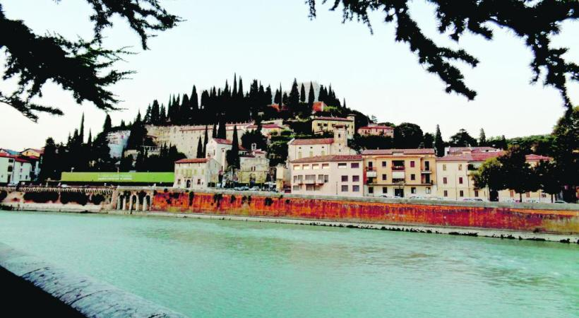 Ponte Pietra, sur l'Adige, le seul pont romain conservé par la cité. 123RF/LUCIANO MORTULA