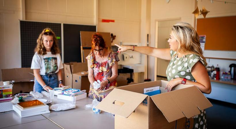 Marie Thüler en train d'organiser le déménagement d'Art'itude. MISSON